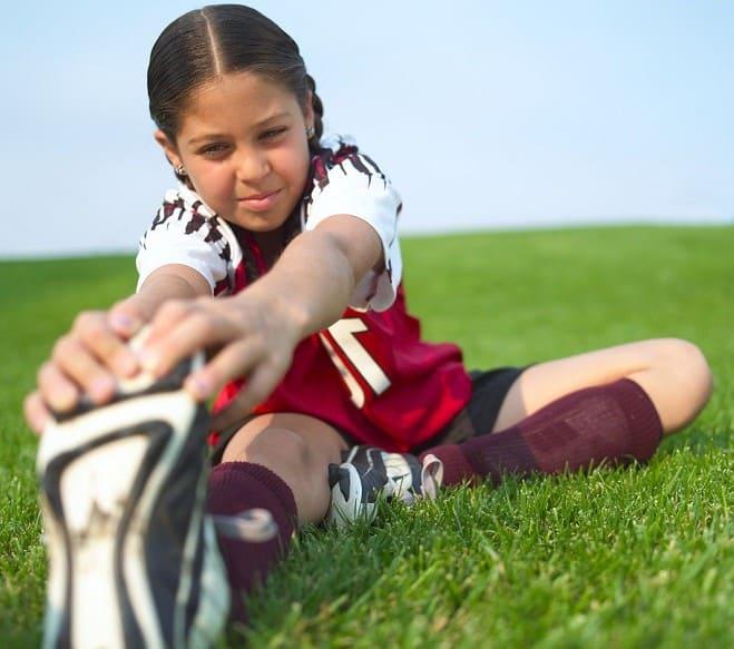 estiramientos en el fútbol infantil