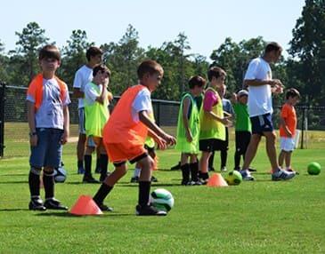 aprender en campamento de fútbol