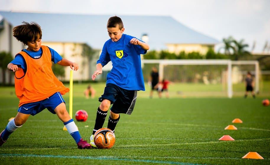 fútbol en verano niños