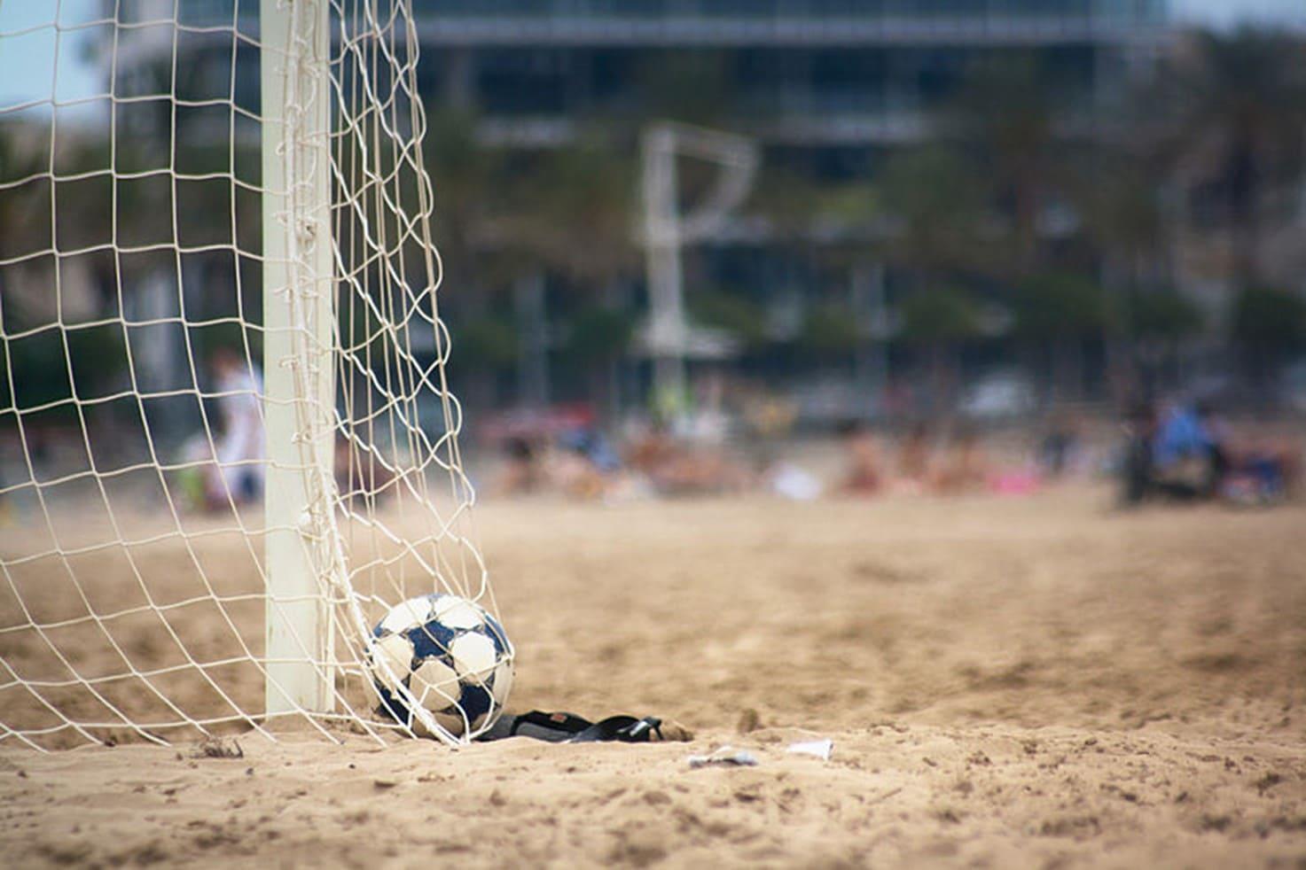 Entrenamiento de fútbol en la playa