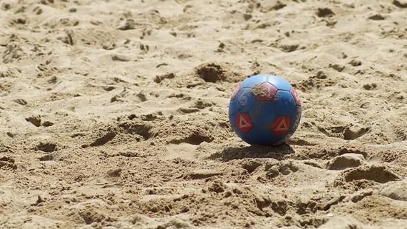 Sirve el entrenamiento de fútbol en la playa
